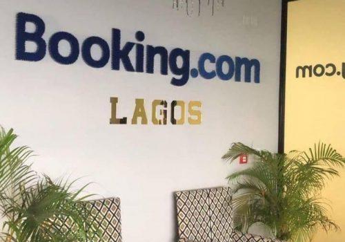 Voyagez dans les bureaux du site de réservation booking.com à Lagos